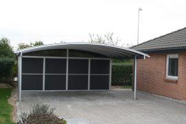 Dobbelt carport med redskabsrum