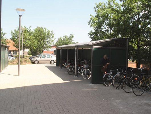 Aabent cykelskur cykeloverdaekning aluminium med groen sidebeklaedning-2605-broendby