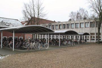 Store åbne cykelskure med plads til 120 cykler