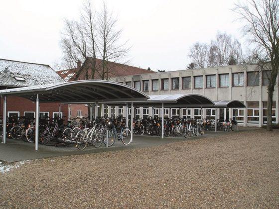 cykeloverdaekning-aaben-til-skole-aluminium-cykelskur-6880-tarm