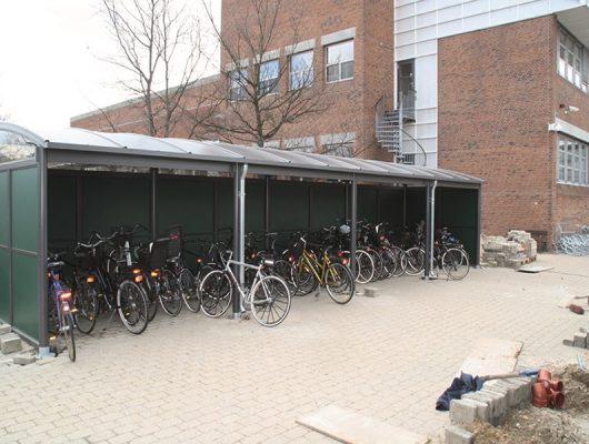 cykeloverdaekning-aluminium-med-groen-sidebeklaedning-aaben-2605-broendby