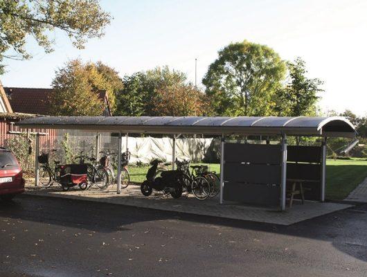 cykelskur-fritstaaende-aabent-plads-til-rygning-7500-holstebro