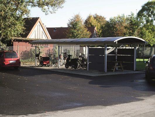 cykelskur-med-rygeroverdaekning-fritstaaende-7500-holstebro