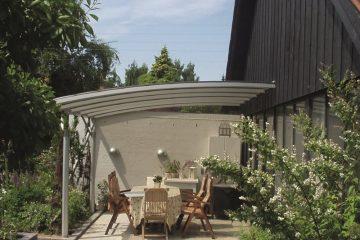 Eksklusiv terrasseoverdækning monteret på gavl