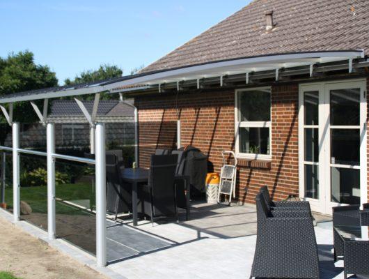 Terrasseoverdækning Sidehængt Med Graat Hærdet Glas