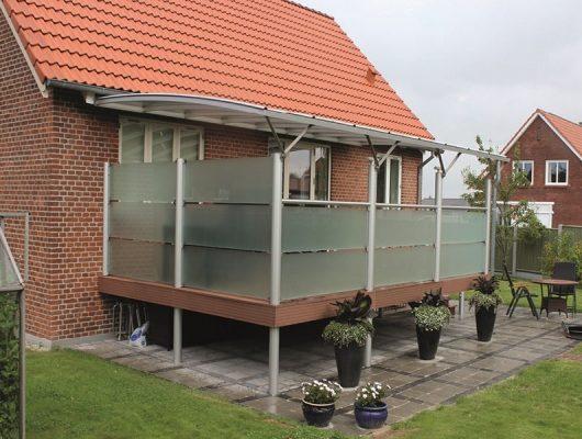Terrasseoverdækning med Terrassehegn i Glas