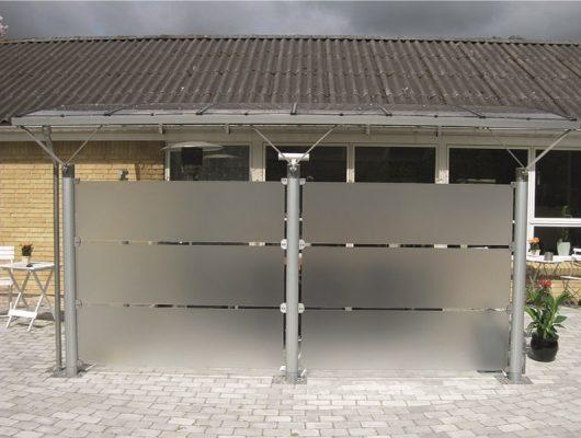 Væghængt Terrasseoverdækning I Aluminium Med Frosted Glassider